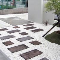 擬木のオールドヴィレッジを使用したお庭