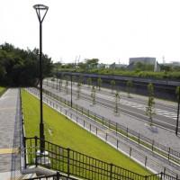 アンティックカラーのレトロデザインの歩道(スロープ)(神戸市/アンティックカラー)