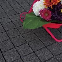 ピンコロ石風モダンなブラックカラーの舗装材ストーンパーク