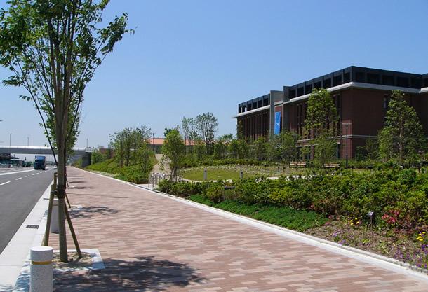神戸学院大学前歩道(神戸市/グランパムH)