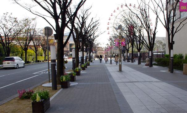 ハーバーランド歩道(神戸市/ピアジェストーン・ムーブネオブネオブラスト透水)